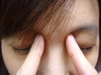 用眼過度,很多人眼睛比身體老得快,不到40歲就有老花眼。(記者張嘉芳/攝影)