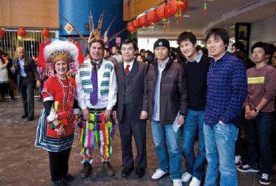 部分活動組織者、贊助人和來賓合影,左起:Viola H. Morse、Bruce R. Magid、僑教中心主任黃正杰、台灣同學會會長鐘浩瑋、下屆會長樊長鑫、副會長林志穎。(圖:鐘浩瑋提供)