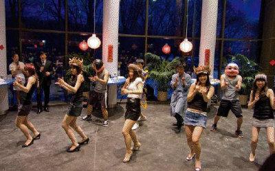 九人歌舞重頭戲把慶祝中國新年活動帶入高潮。(圖:鐘浩瑋提供)