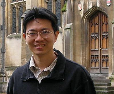 華裔學者黃承元以十年研究寫成的「莎士比亞中國行旅」,最近獲獎。(圖:黃承元提供)
