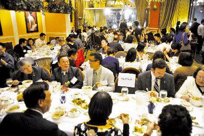 125名賓客品嘗侯圳生得獎牛肉麵。(記者關文傑/攝影)