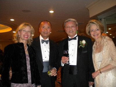 威廉帕特森大學舉辦「傑出人士頒獎年會」,左起:Ellen Yen、Edward、嚴欣鎧、柯玲諾。(記者孫影真/攝影)