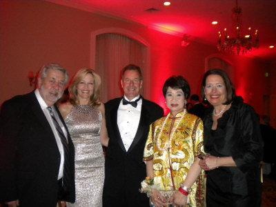 威廉帕特森大學舉辦「傑出人士頒獎年會」,左起:顧饒、市長夫人及布蘭登、林潔輝、威大副校長Pamela L.Ferguson。(記者孫影真/攝影)