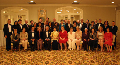 威廉帕特森大學舉辦「傑出人士頒獎年會」,部分贊助人士合照,嚴欣鎧(前左五)、林潔輝(前左六)、柯玲諾(前右五)、叢志遠(後左三)、林秀槐(後左四)、布蘭登(後右三)。(圖:叢志遠提供)