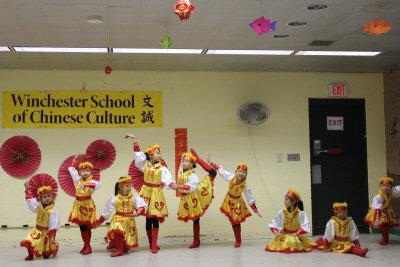 在法蘭克林動物園農曆新年慶祝活動上,來自文誠中國文化學校的小朋友們表演精彩的蒙古舞。(記者劉晨懿之/攝影)
