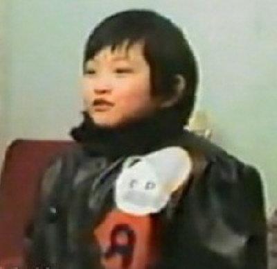 網友提供的Hong Wu小時候與爸爸在一起的錄像。