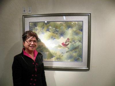 劉瑪玲和她的作品。(記者王明心/攝影)