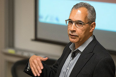 Claude Steele, dean of the Graduate School of Education, presents a report at the Faculty Senate meeting on Thursday.