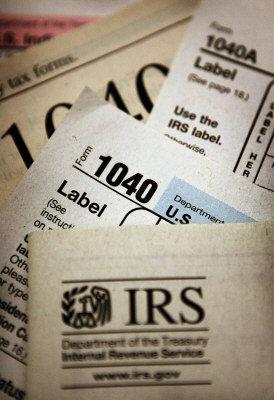 美國納稅人都要申報退稅表1040。(本報檔案照)