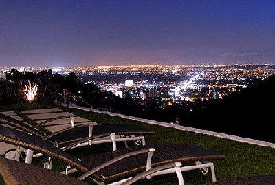 馬修派瑞的豪宅可遠眺市區和峽谷景觀。(取材自網路)