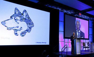 赫斯基公司執行長顧業琛在股東大會上介紹南海荔灣氣田開發進展。(加通社)