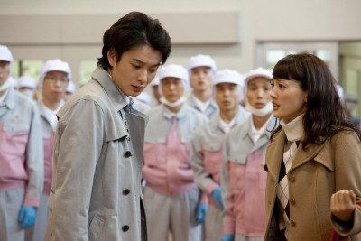 綾瀨遙遭岡田將生爆料,拍戲最關心的是便當菜色。(網路圖片)