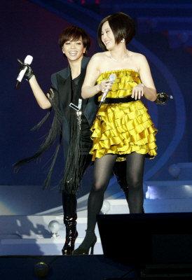 江蕙(右)在微博疑似聲援阿妹。(本報資料照片)