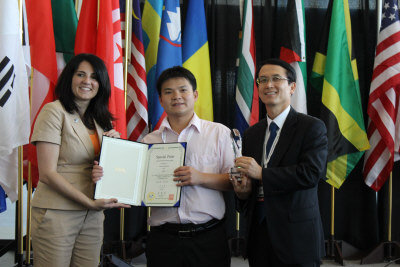 勝華科技的「薄型無導光體平面光源」,獲特別金牌獎。(張瓊月/攝影)