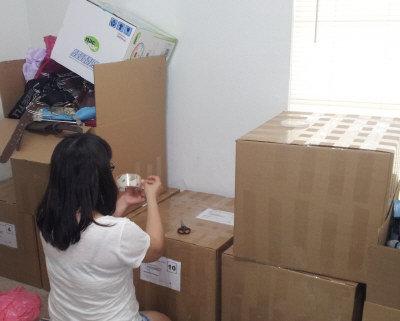 跨國搬家打包學問大,民眾可貨比三家不吃虧。(記者黃相慈/攝影)