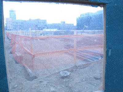 鑫苑置業的威廉姆斯肯特街421號項目正在緊張施工當中。(韓傑/攝影)