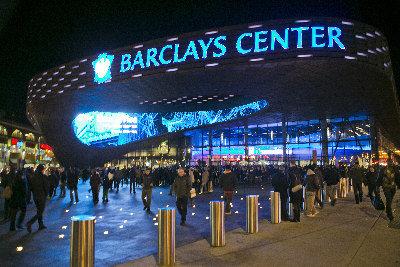 巴克萊中心球館位於布碌崙的商業中心。(路透)