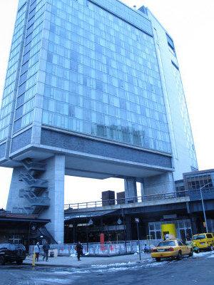 曼哈坦的標準旅館(Standard Hotel)被推高至4億元成交。中國公司以3億多元出價敗北。(韓傑/攝影)