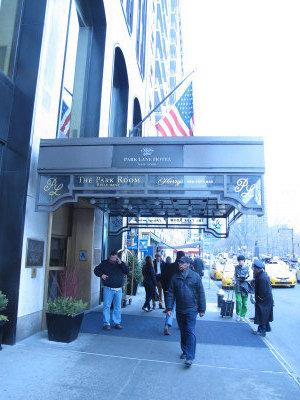 中央公園南側一旅館要價6.5億元,中國投資者競標失敗而落入他人之手,已經改名換姓。(韓傑/攝影)