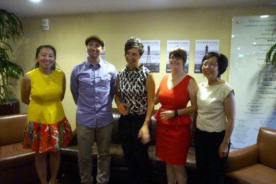 「最近的距離」視覺展開幕,左起中華文化基金會項目總監陳暢、Adam Hathaway、李美玲、Karen Leslie Ficke和中華文化基金會行政主任鄧式美。(記者關文傑/攝影)