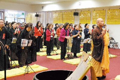 中台山太谷精舍舉辦新春法會,吸引約500人參加。右一為見穎法師。(記者李榮/攝影)