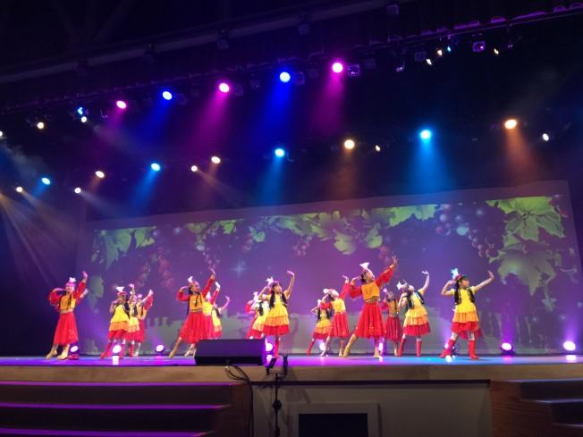 希林兒童舞團的新疆舞,贏得熱烈掌聲。(記者黃惠玲/攝影)</p><br /><br /><br /><br /><br /><br /><br /><br /><br /><br /><br /><br /><br /><br /><br /><br /><br /> <p>