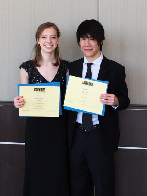 Kenneth喻(右)及搭檔Kerrigan Quenemoen(左)曾參與鋼琴二重奏比賽,獲得冠軍佳績。(圖:路飛提供)