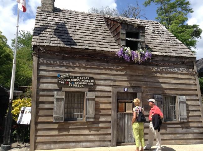 古老的木製校舍是聖奧古斯汀的重要景點。