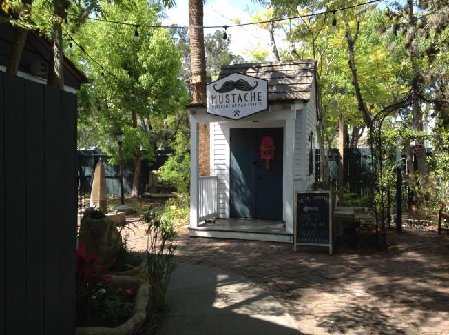 聖奧古斯汀古城大部分都是狹窄的步行街,兩邊都是些小巧可愛的小店,個個都有著上百年的歷史。