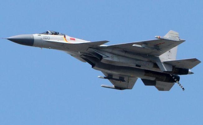 殲15是中國自主研製的重型艦載戰機。(取材自戰略網)
