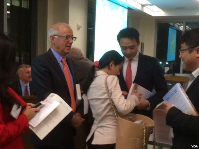 討論中國的挑戰 薄瓜瓜高調露面