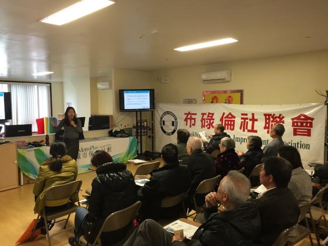 社联会举办讲座介绍健保及福利选择,社区民众座无虚席。(记者洪群超/摄影)