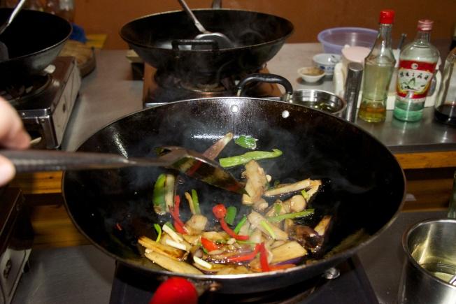 紐約市一棟合作公寓有獨特的規章,禁止使用中國炒菜鍋。(theatertons網)