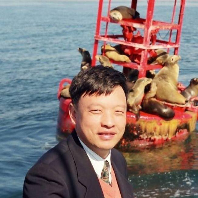 警大副教授郭廣洋誤信一個號稱擁有電影《鋼鐵人》中透明顯示器技術的集團,損失3.7億台幣。(取材自臉書)