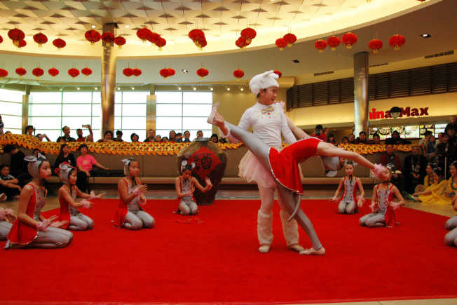 年輕一代在第一屆華星藝術節慶新春表演精采演出。(簡麗琦/攝影)