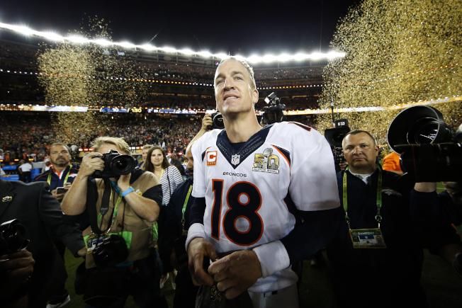 丹佛野馬7日以24:10擊敗卡羅來納黑豹,贏得第50屆NFL職業美足超級盃。圖為野馬四分衛曼寧慶祝奪冠。(Getty Images)