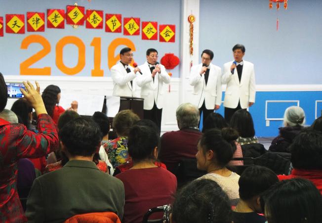 京津同鄉會舉辦春晚,安多福男聲四重唱組演唱「遠航」和「森林水車」。(記者唐嘉麗/攝影)