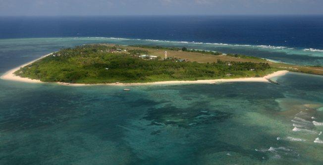 位於菲律賓西部海的南沙群島島嶼群之一的「中業島」,菲律賓計劃安裝衛星跟蹤系統,監視存在領土爭議的南中國海上空的商業飛行。(歐新社)