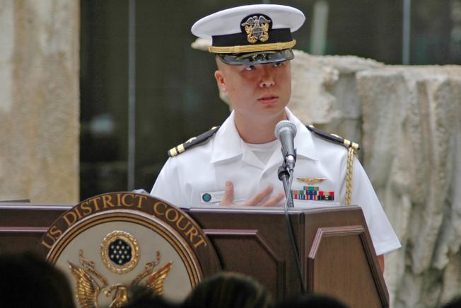 林愛德在2008年的入籍儀式上講話的檔案照。(路透)