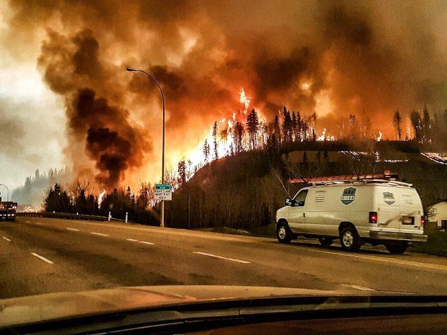 沙特的胜利:加拿大油砂重鎮幾遭火吞