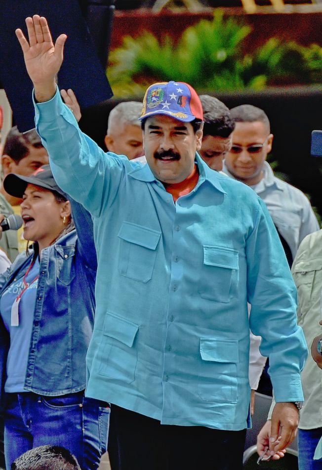 委內瑞拉總統馬杜洛14日在卡拉卡斯參加集會,向民眾招手。(Getty Images)