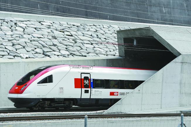 全長57公里 全球最長鐵路隧道啟用