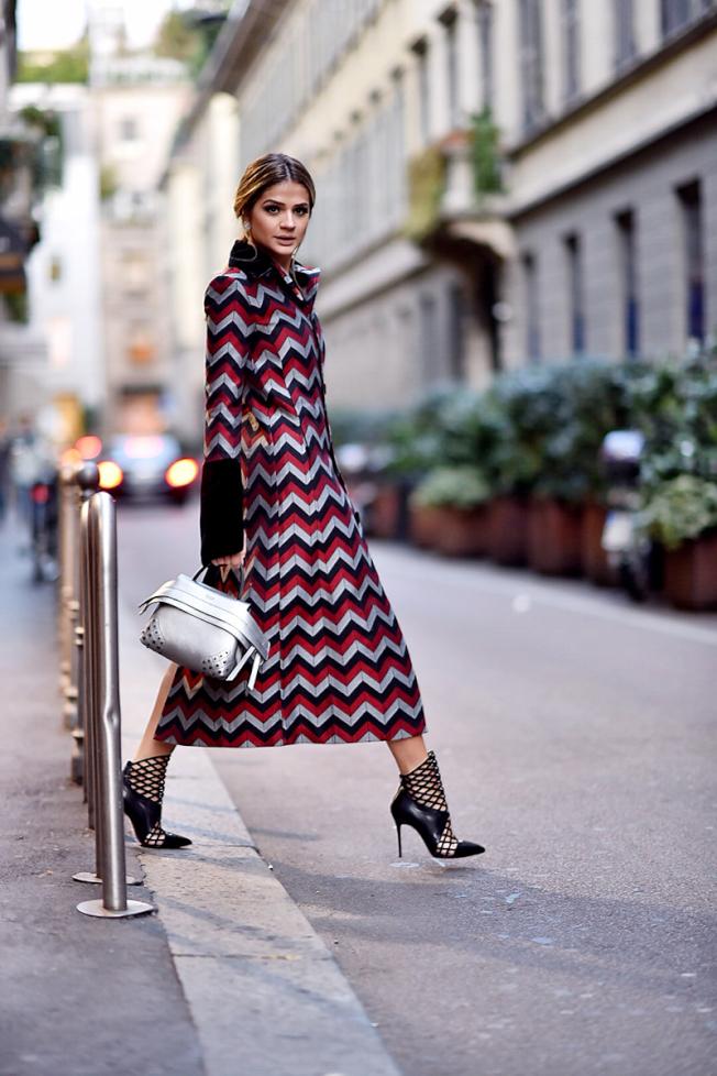 巴西時尚部落客Thassia Naves穿搭出搶眼的個性態度。(圖:TOD'S提供)