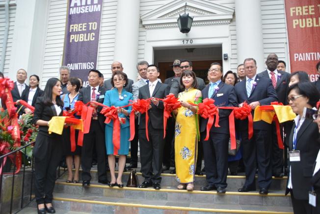 「名畫家魚廳」藝術展,多位民選官員官員到場參與。(本報記者/攝影)
