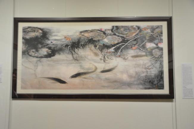 H.H. 第三世多杰羌佛創作的「龍鯉鬧蓮池」。(本報記者/攝影)