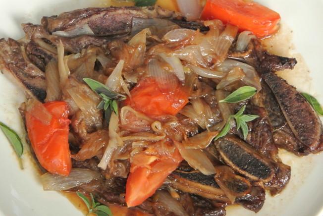 火蔥牛骨肉。(翠軒攝影)