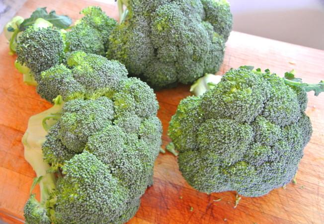 1美元買4顆綠花菜。(翠軒攝影)