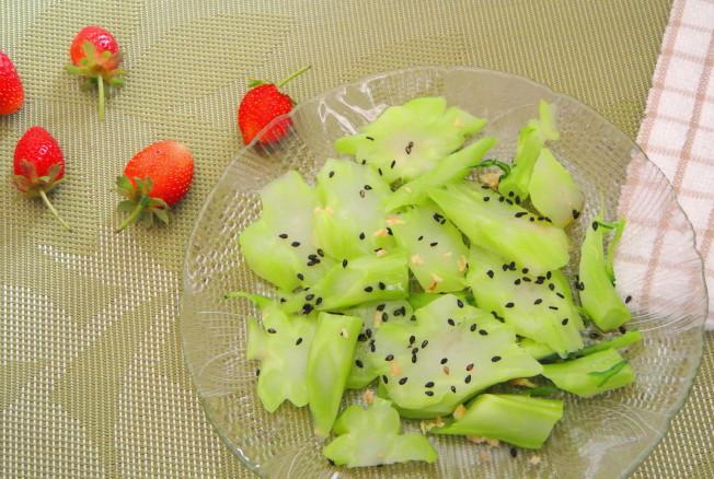 涼拌綠花菜梗。(翠軒攝影)