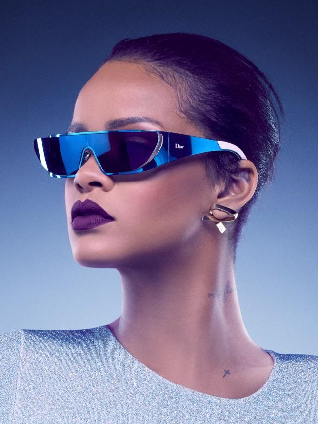 蕾哈娜跨刀為Dior設計太陽眼鏡。(圖:Dior提供)