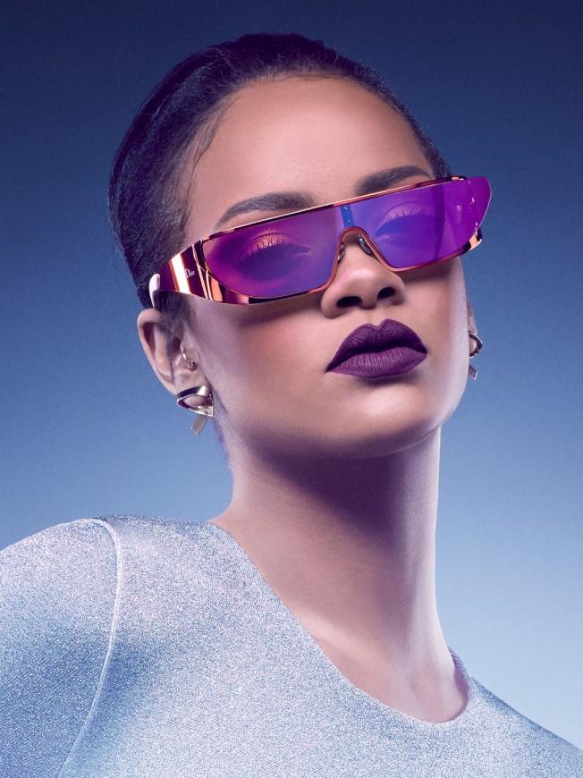 蕾哈娜為Dior設計同名太陽眼鏡「RIHANNA」。(圖:Dior提供)